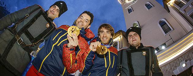 Miguel Galindo y Jon Santacana posan con el oro. FOTO: MIKAEL HELSING