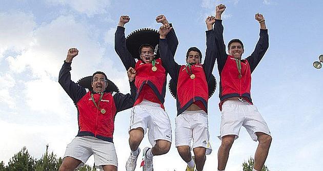 López y Munar (a la derecha de la imagen) celebran el título de la Davis Junior en 2013 / Foto: MARCA