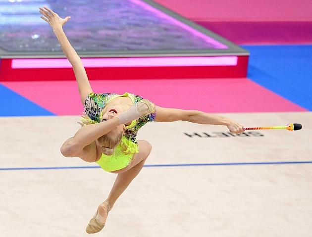 Yana Kudryavtseva, en pleno ejercicio de mazas. Foto: AFP