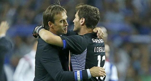 Lopetegui e Iker Casillas se abrazan tras un triunfo