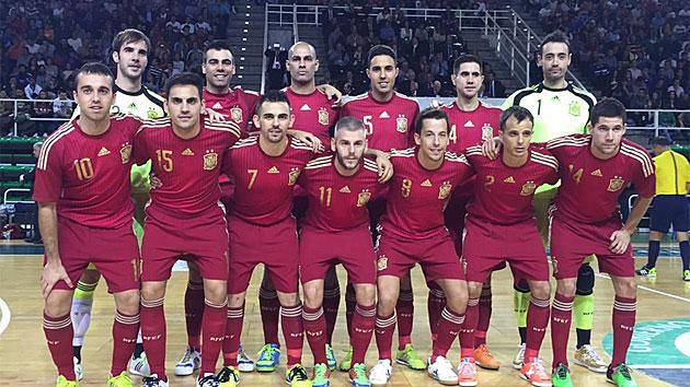 España inicia su preparación con una goleada