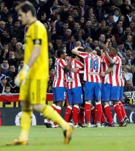 Jugadores del Atlético de Madrid celebrando el gol en el derby