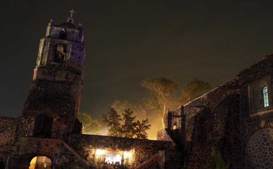 Mixquic, église sous l'orage