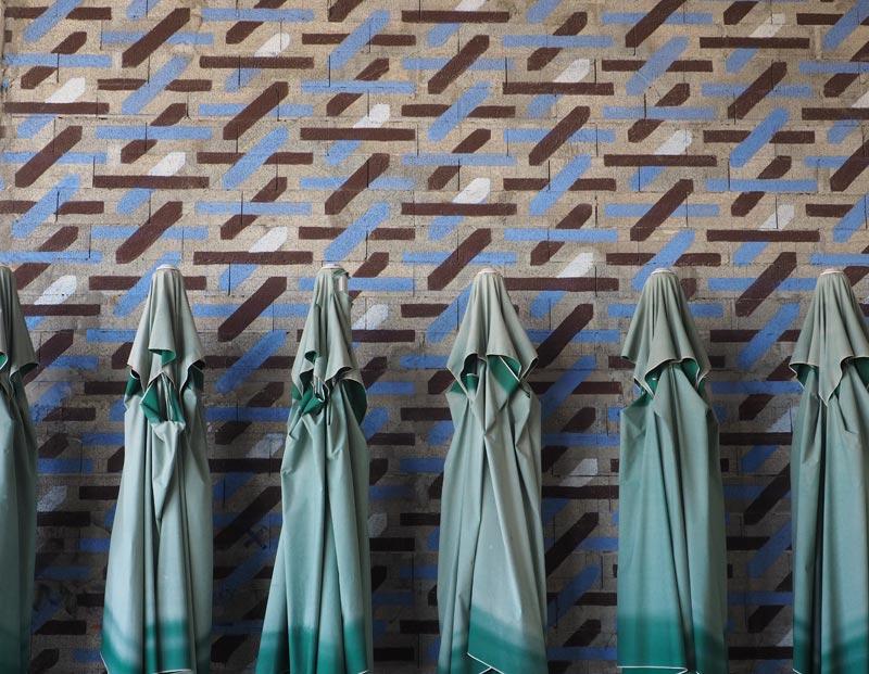 Friche la belle de Mai, parasols au repos, Marseille