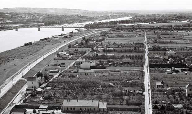На другој обали Саве, пре него је изграђен Нови Београд