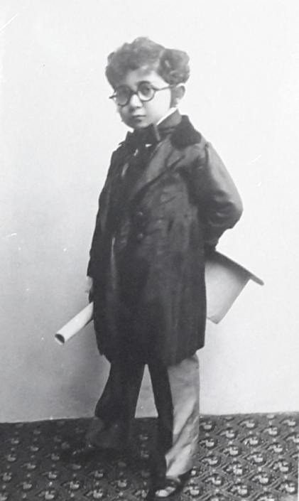 Дечак маскиран за Пуримски бал