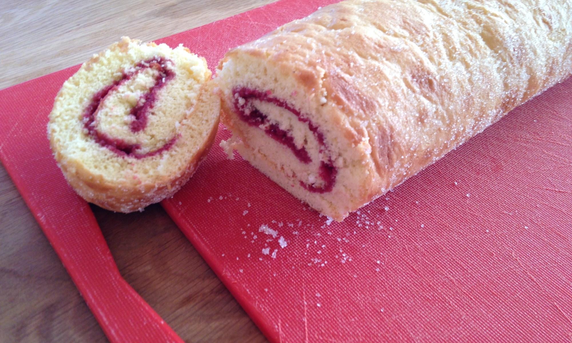 Hindbærroulade er en lækker og hurtig kage