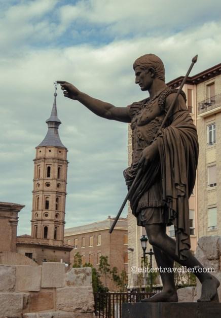 Estatua de Cesar Augusto en Zaragoza