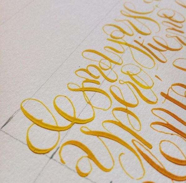 Comienzo de degradado entre amarillo y naranja, con gouache. Trabajo de Esther Gordo.