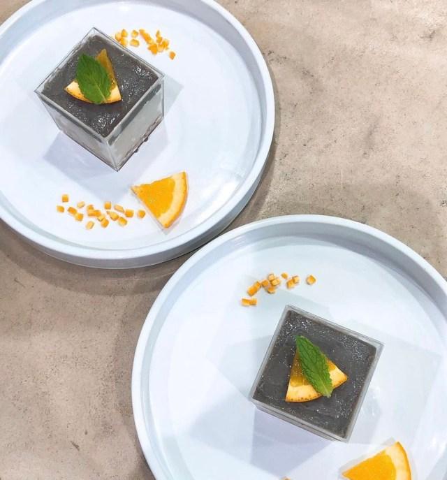 ヴィーガン黒麹玄米甘酒のレアチーズケーキ 2個入り (黒玄米甘酒の甘酒ソース付き)¥ 1,313