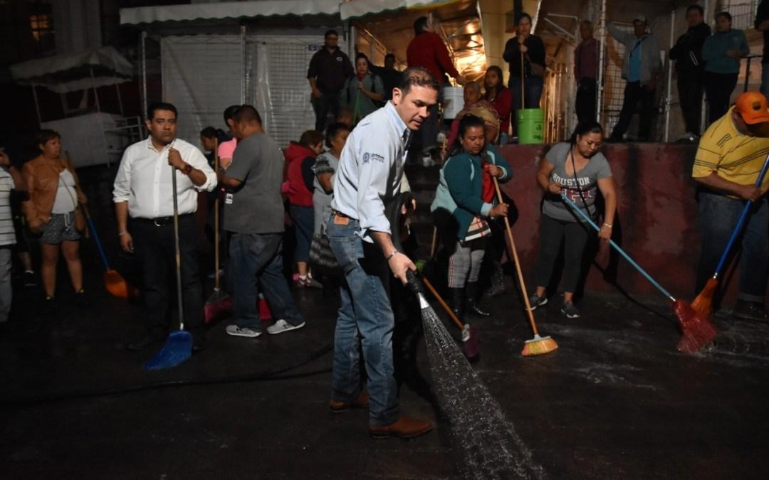 Lavan 180 comerciantes el exterior del mercado Hidalgo