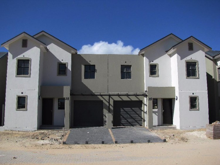 New Upmarket Duplex Townhouse in Buhrein Estate_Durbanville_Western Cape