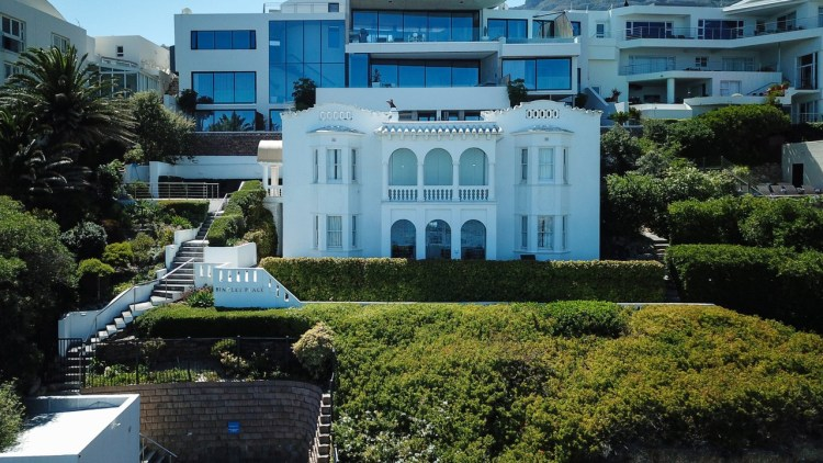 5 Bedroom House For Sale in Camps Bay 105 Victoria Road R28million