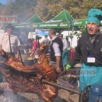 (Video) Petrecerea vanatorilor din județul Vaslui. Festin cu 80 de feluri de mâncare pentru aproximativ 1.000 de participanți