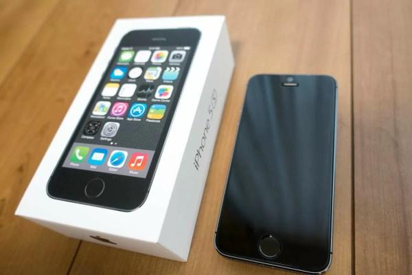 iPhone 5sの化粧箱と本体