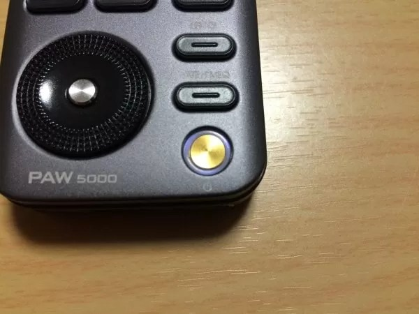 LEDが点滅します