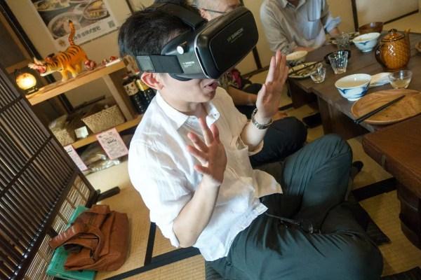 VR BOXを装着したauteoさん