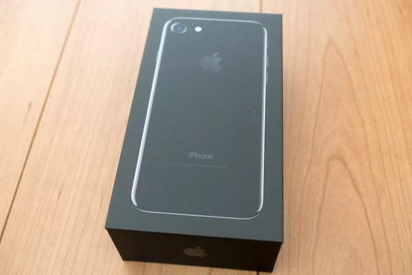 iPhone 7ジェットブラックの化粧箱