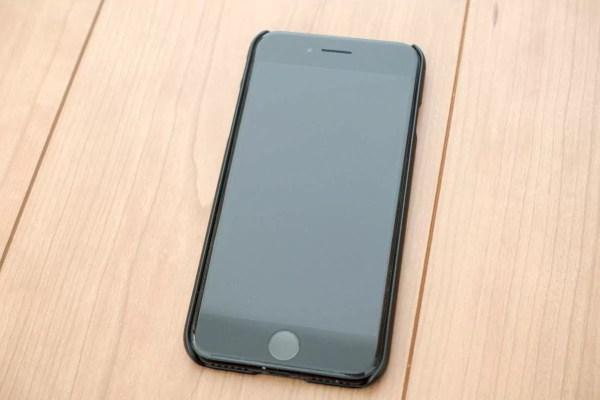 iPhone 7ジェットブラックに装着