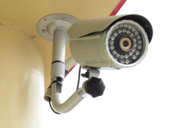 家族の帰宅を管理するのに、監視カメラはやり過ぎ