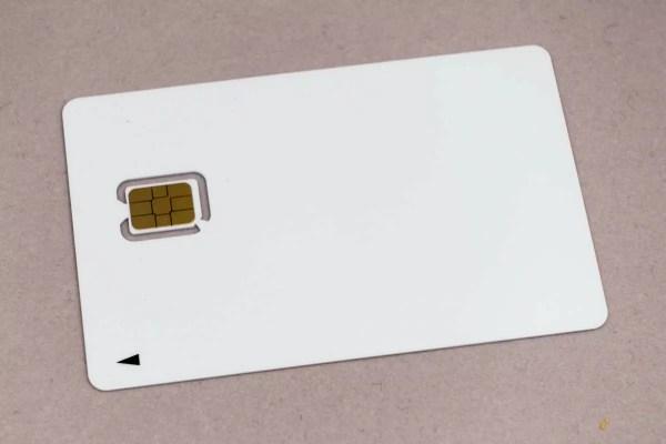 真っ白なSIMカード(nuro)