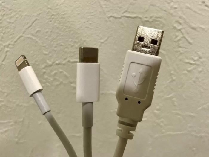 左からLightning、USB-TypeC、USB-TypeA