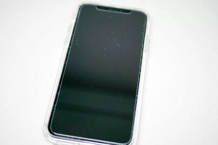 保護ガラスを貼ったiPhone X