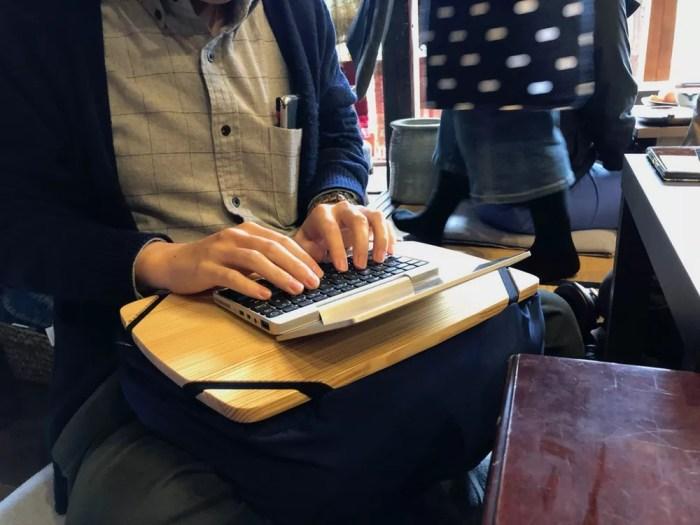 GPD Pocketとクッションテーブル