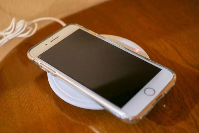iPhone 8 Plus充電中