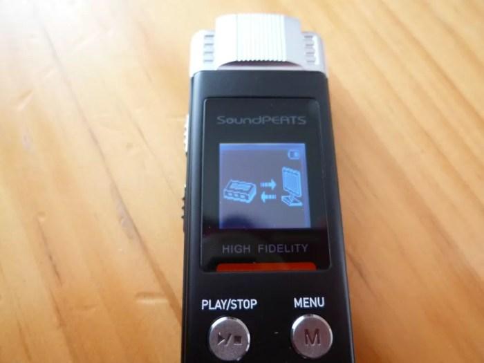SoundPEATS(サウンドピーツ) Nano6 ボイスレコーダーをパソコンにつないで充電中のディスプレイ