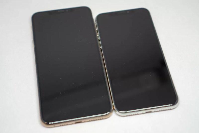 iPhone XとXS Maxの比較