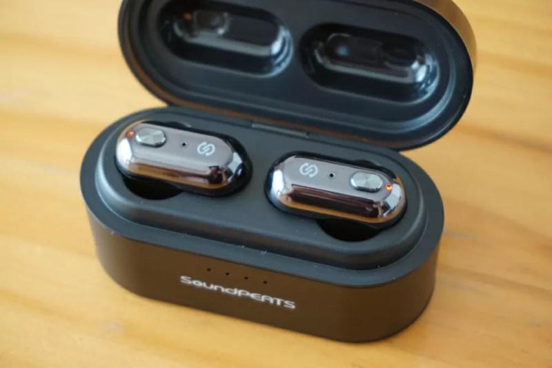 SoundPEATS(サウンドピーツ) Truengine Bluetooth イヤホン 充電開始