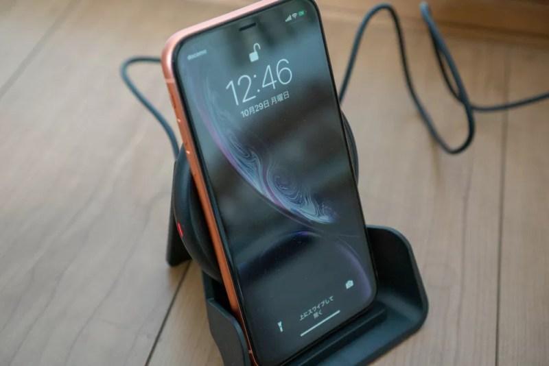 iPhone XRを縦向きで充電
