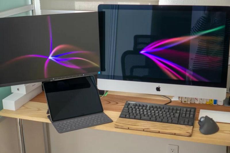 デスクサイドにiPad Proを配備