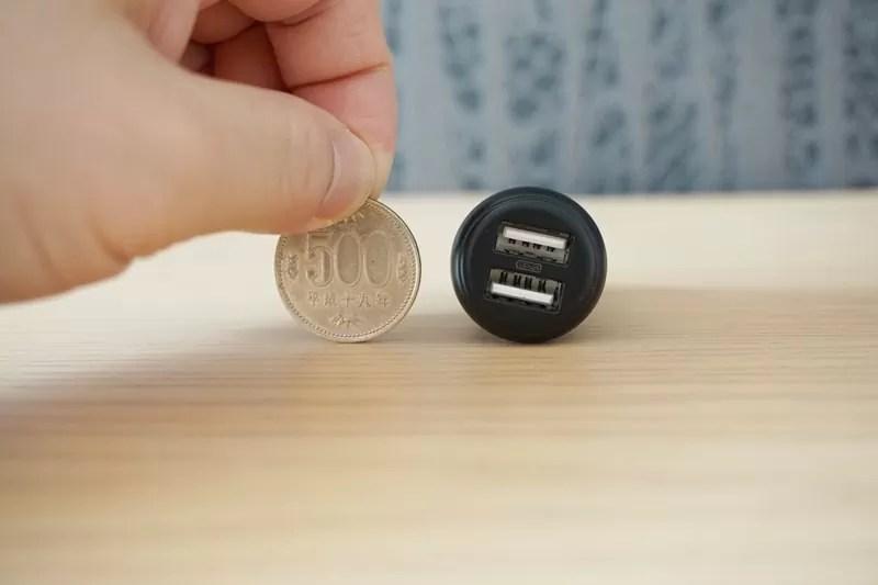 【RAVPower カーチャージャー シガーソケット USB 車載充電器】本体は500円玉サイズ