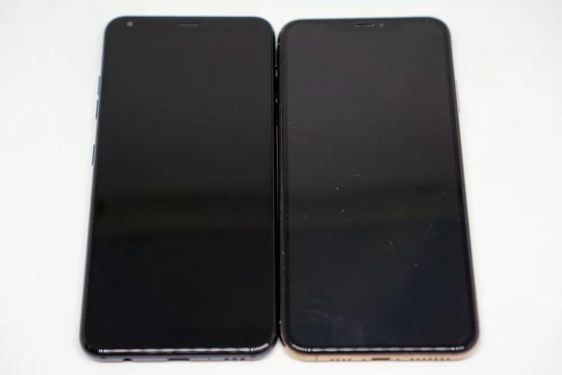 左:LG Style2、右:iPhone XS Max
