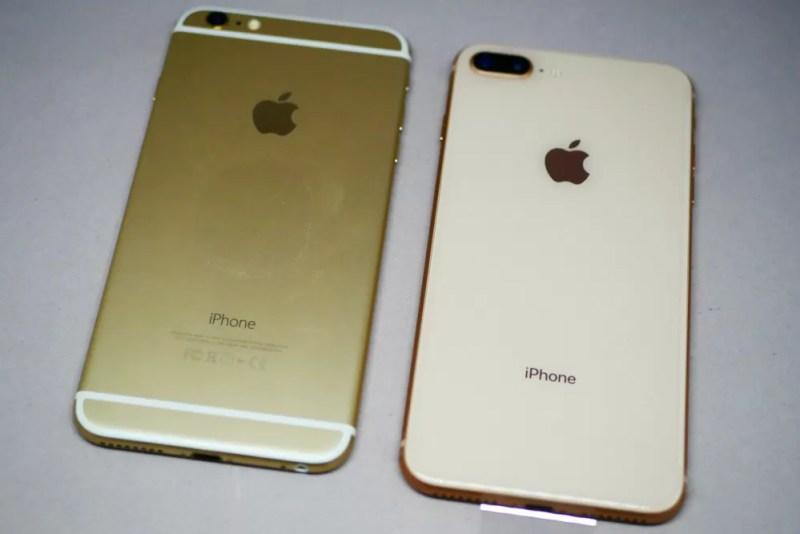 iPhone 6とiPhone 8の背面比較(ガラスとアルミニウムでかなり違う)