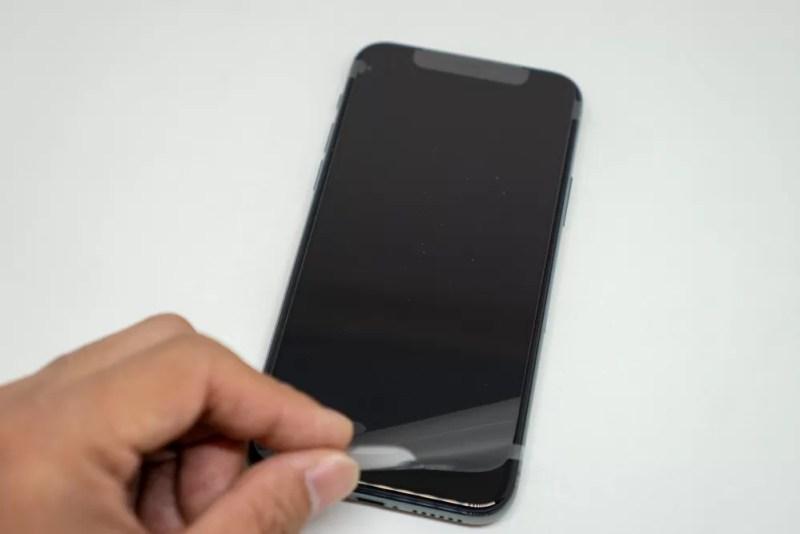 iPhone 11 Proの外装フィルムを剥がす