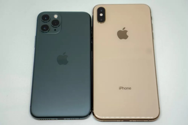 iPhone XSとiPhone 11 Proの背面比較