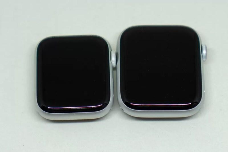左:Series 4 40mmケース右:Series 5 44mmケース