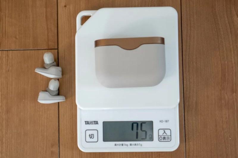 ケース単体の重量は75グラム