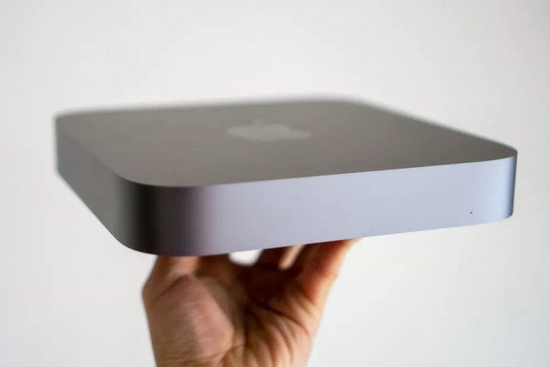 Mac miniは片手でも持てる