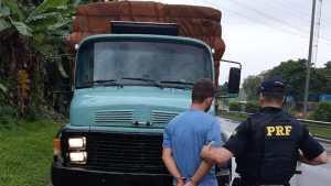 Agentes, em ronda na Rio-Teresópolis, abordaram um caminhão, que seguia sentido Rio de Janeiro. Diante do nervosismo do caminhoneiro...