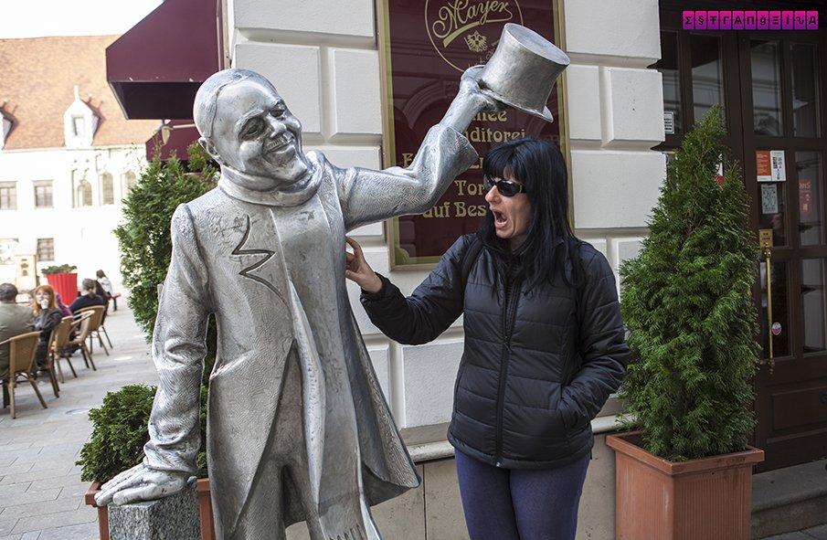 estatuas-bratislava-eslovaquia-chapeu