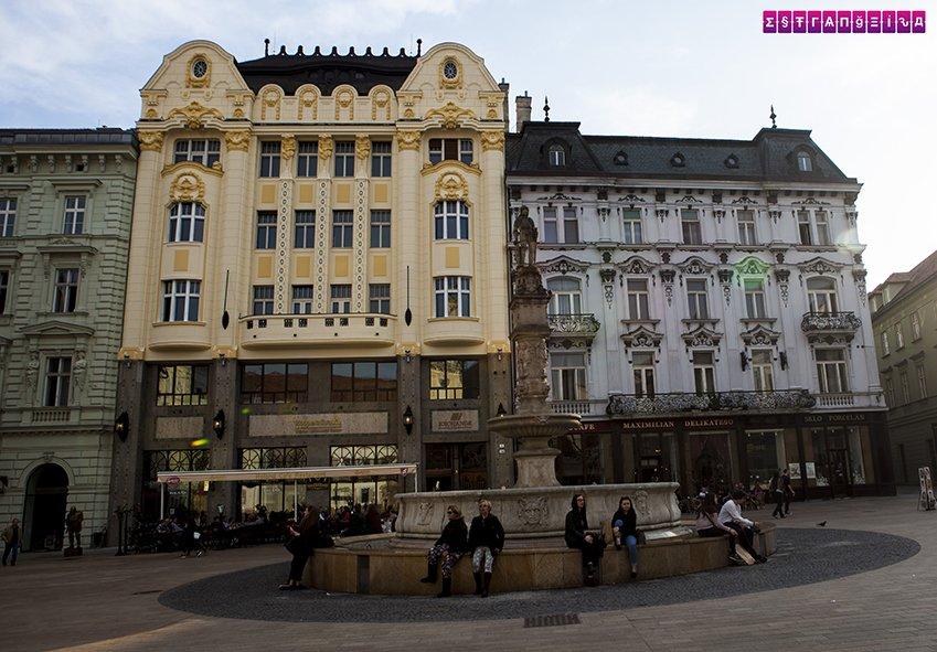 rolands-fountain-bratislava-eslovaquia