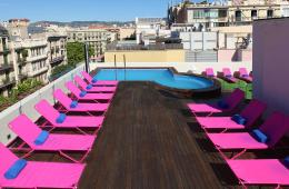 terraço-piscina-two-hotel-barcelona-lgbt