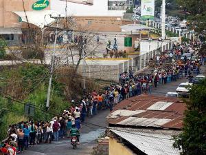 venezuela-filas-escasez-270214-g