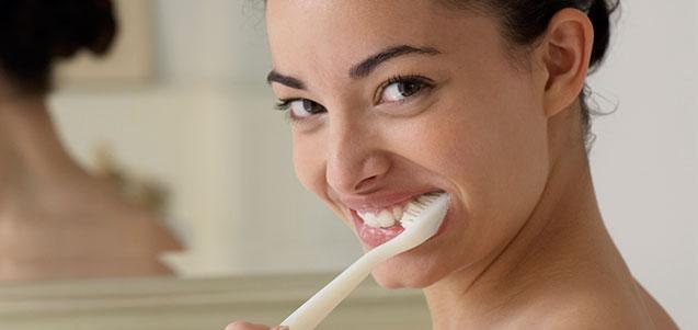 ¿Podemos evitar el sangramiento de las encías?