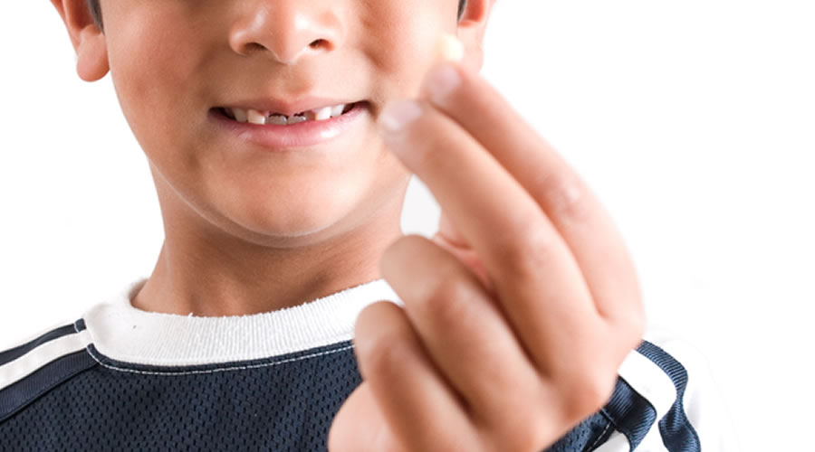 Niño con diente fracturado