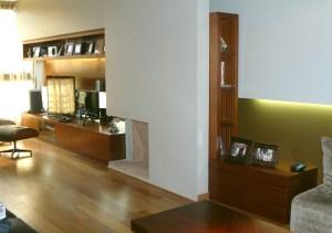 Hogar - Living - Mueble AV en madera de caoba rayada